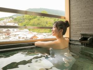 温泉露天風呂付き客室でくつろぎの休日