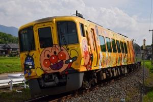 【アンパンマン列車】黄色と赤色の列車が「土讃線」を毎日運航中♪