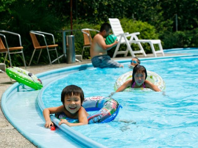 暑い夏はプールで大はしゃぎ♪