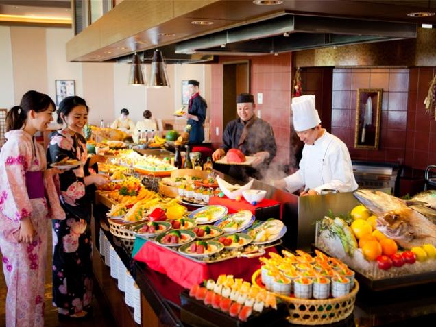 夏休み家族旅行におすすめ♪ 和洋中30種類のお料理が食べ放題♪プランのご案内